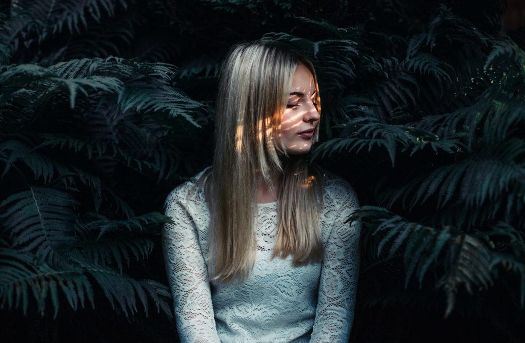 Bild von einem Model mit einem mystischen Farblook.