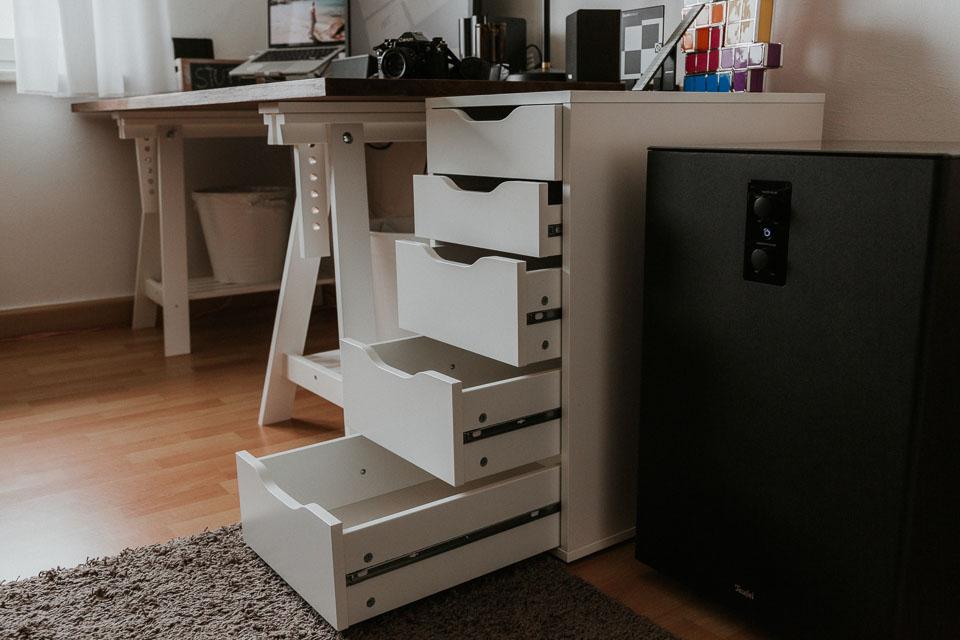 Weißer Büro Container aus Holz mit Schubladen