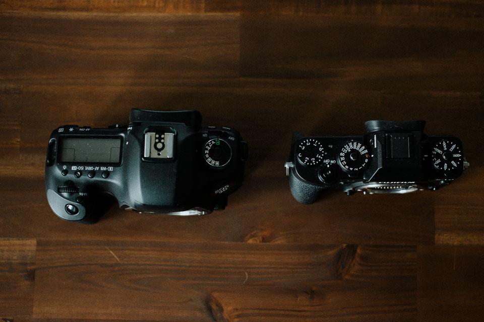 Spiegelreflex vs Systemkamera in punkto Kameragröße und Gewicht