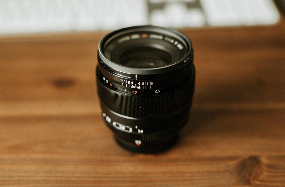 Das Fujifilm 23mm 1.4 Objektiv mit manuellem Fokus.