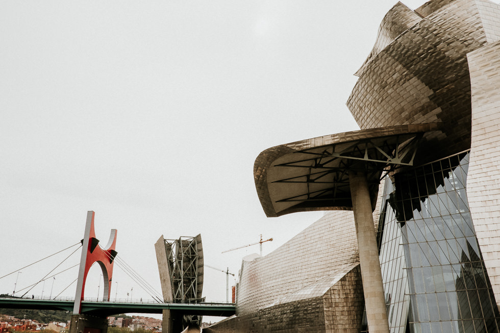 Bilbao Sehenswürdigkeiten - Guggenheim Museum, Autobahnbrücke und Architektur