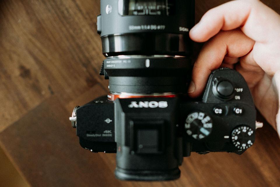 Neuer Griff der Sony A7 III Kamera