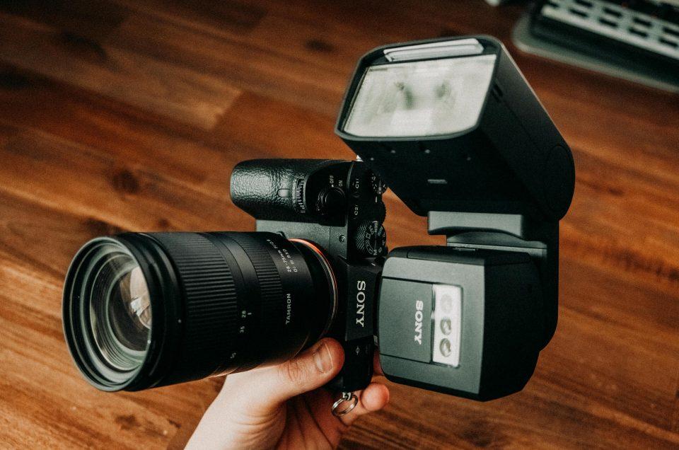 Starker TTL Sony Blitz im Test: Original HVL-F 60 RM vs. Neewer NW880S Nachbau