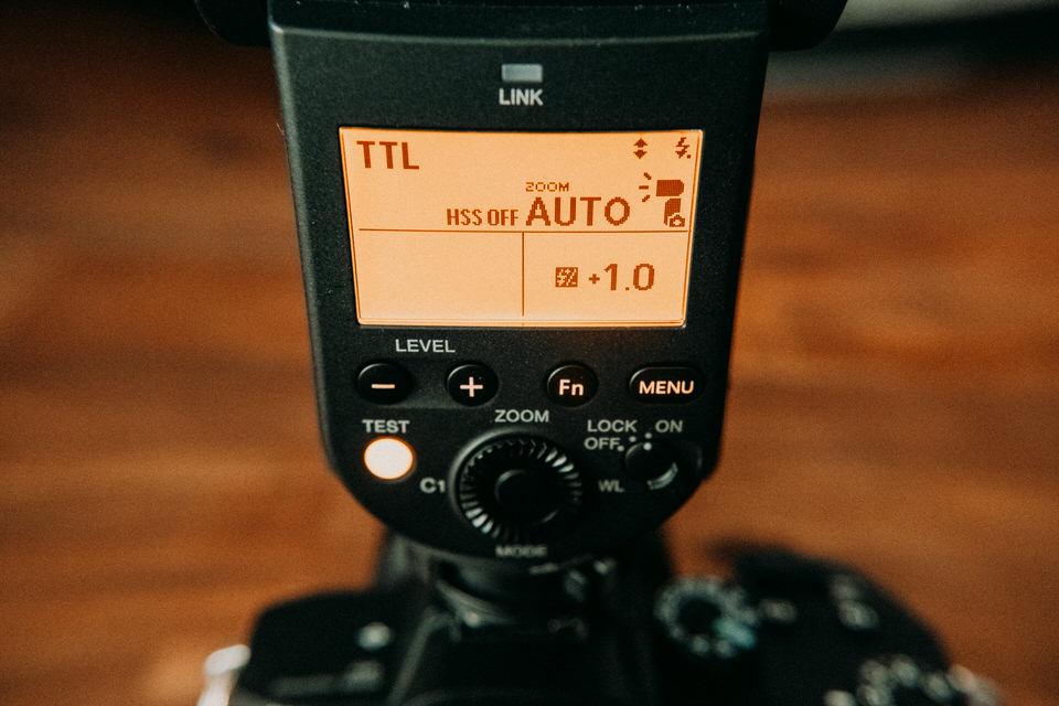 Interface und Bedienung des Sony Blitz HVL-F 60RM