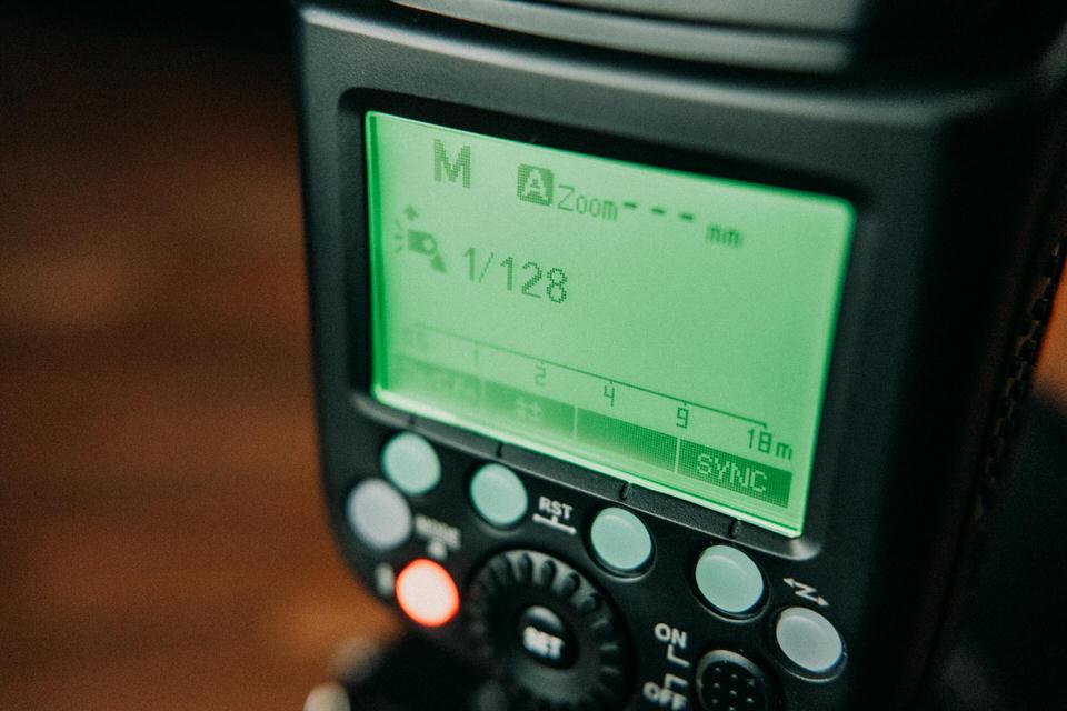 Bedienung des Neewer NW880 S