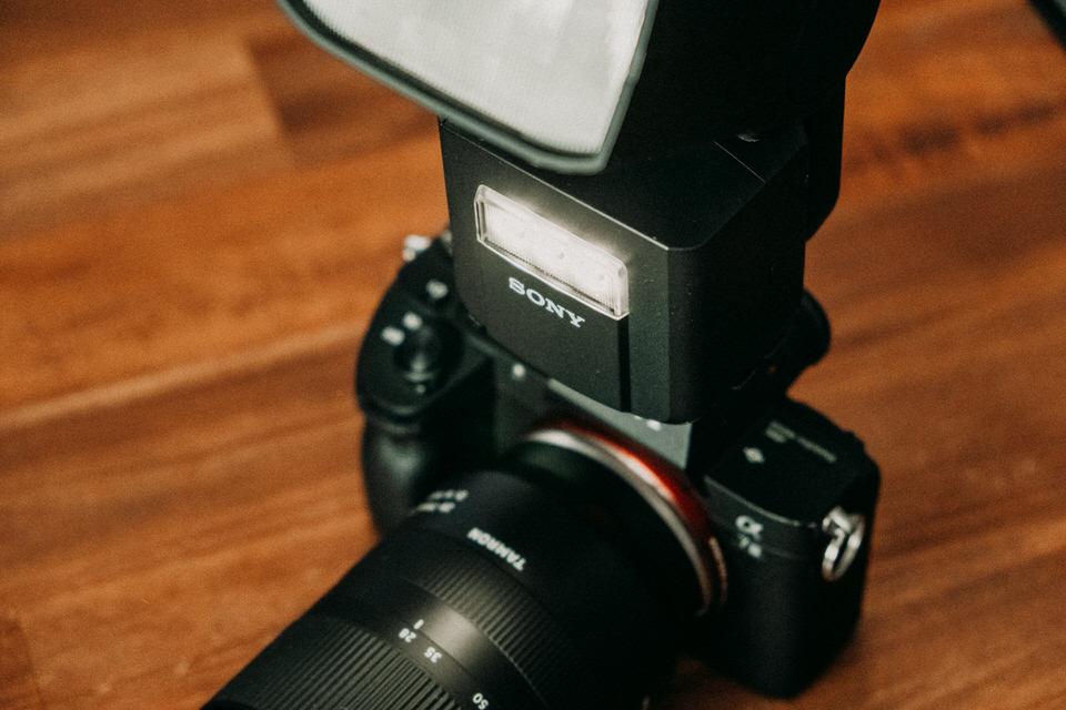 Sony Aufsteckblitz mit LED AF Hilfslicht