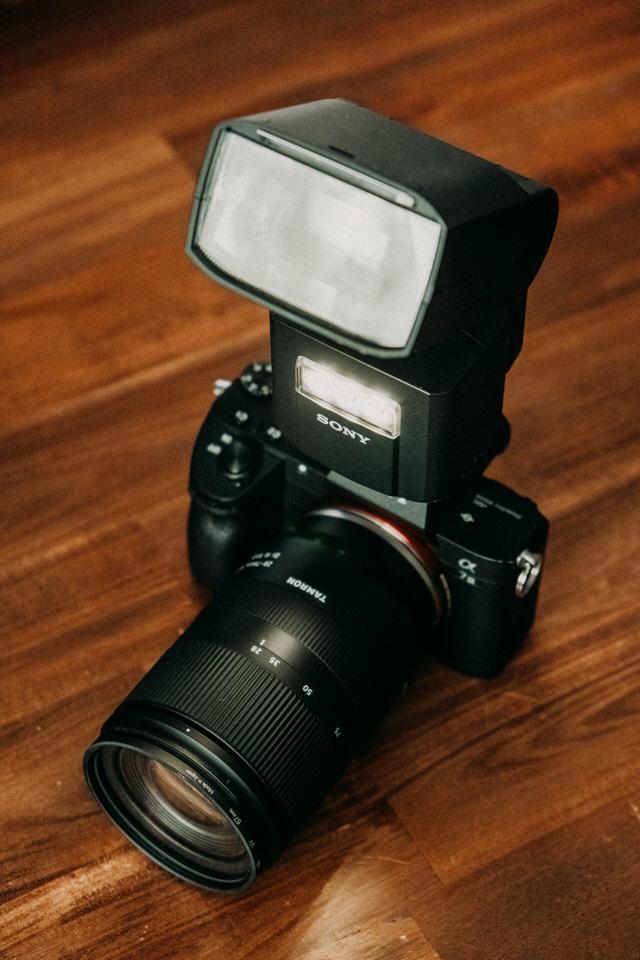 Sony Aufsteckblitz auf Kamera