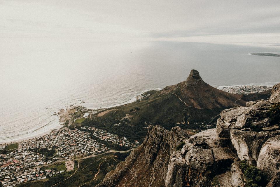 Blick auf den Lion's Head vom Tafelberg Kapstadt