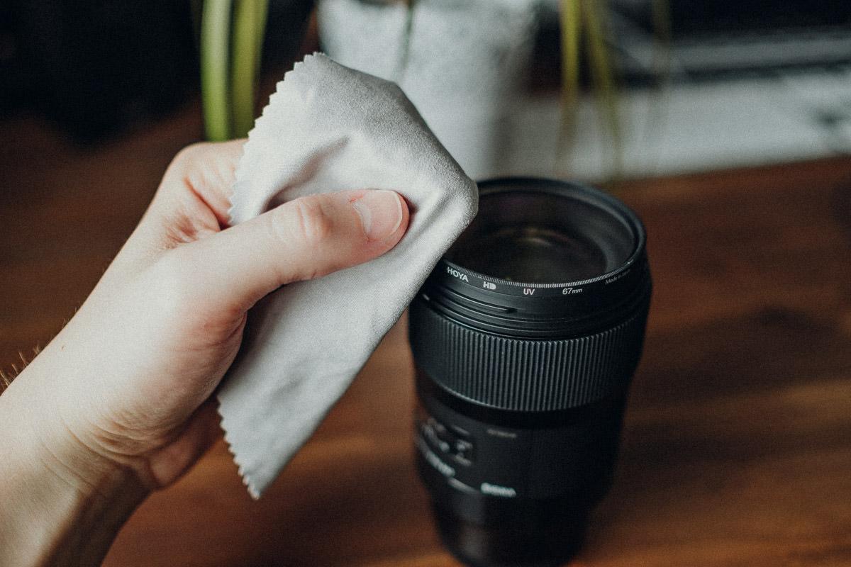 Kamera reinigen mit Mikrofasertuch