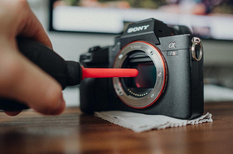 10 fatale Fehler die deine Fotoausrüstung leiden lassen (und viel Geld kosten)