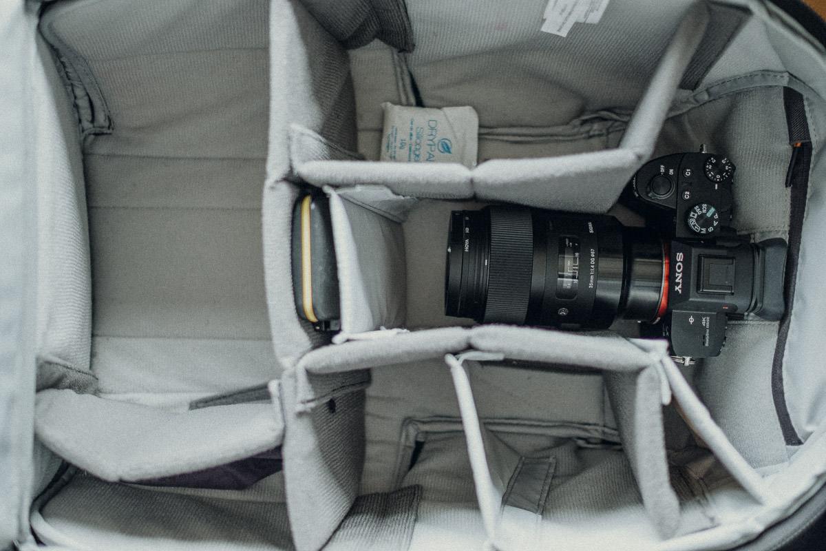 Kamera sicher im Fotorucksack verstaut