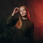 In 6 Schritten zur stimmungsvollen Fotostudio Bildbearbeitung - von Minimalismus, schönen Hauttönen und etwas Körnung